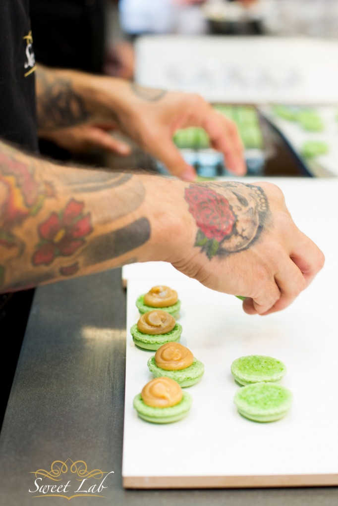 מקרון ירוק במילוי בוטנים. צילום: ג׳ני גפטר